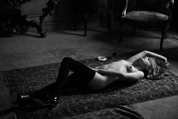 Cara Delevingne naked again