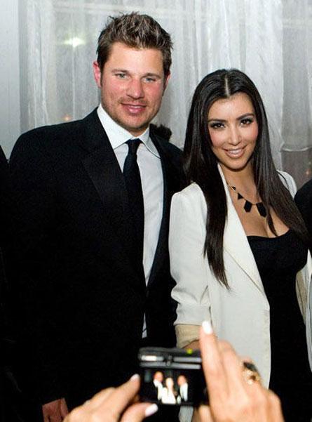 Kim Kardashian is a fame whore. The sky is blue.