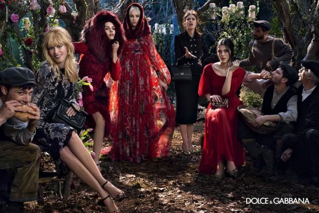 Claudia Schiffer in Dolce & Gabbana fairy tale (VIDEO)